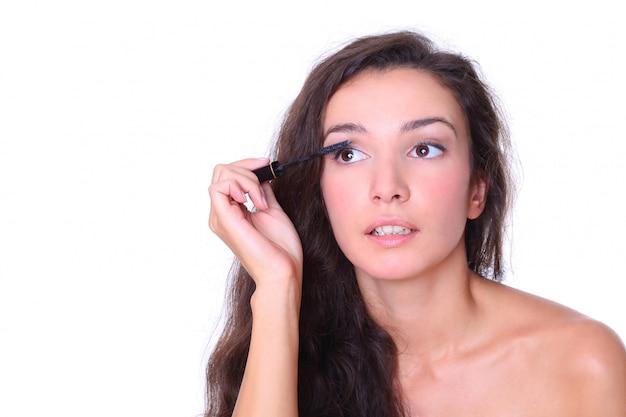 Красивая женщина - макияж на белом фоне