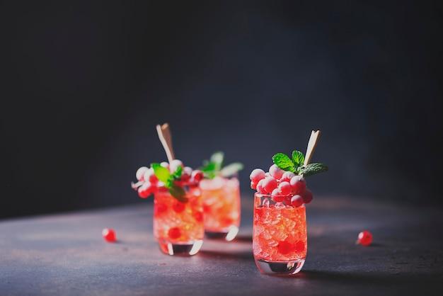 Алкогольный выстрел с смородиной