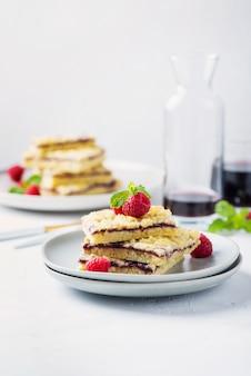 自家製もろいペストリーケーキ