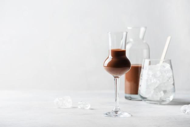 Сладкий шоколадный ликер