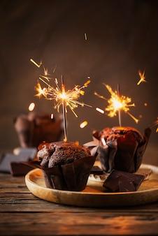 Сладкие кексы с шоколадом и бенгальским огнем