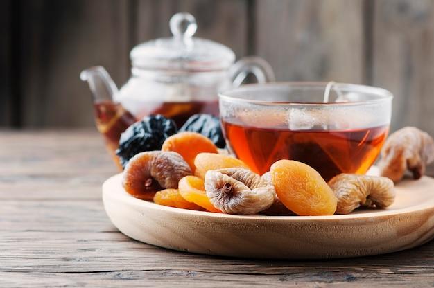 ドライフルーツと紅茶のカップのミックス