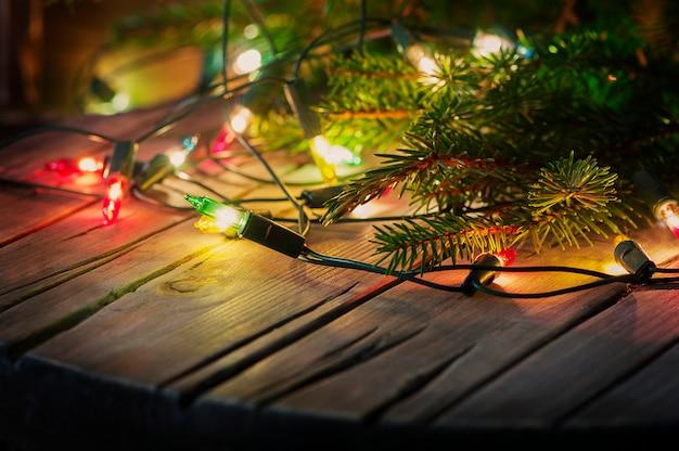 ライトとビンテージテーブル付きのクリスマスカード