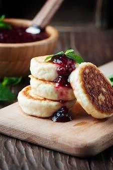 ラズベリーとロシアのカッテージチーズのパンケーキ