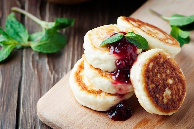 ラズベリーとミントのカッテージチーズのパンケーキ