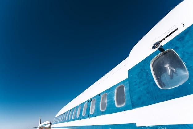 Боковой вид самолета
