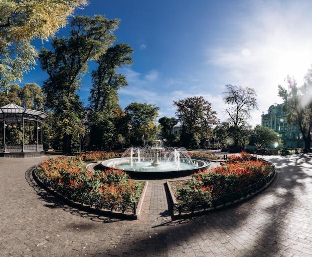 市内中心部の美しい噴水のパノラマ