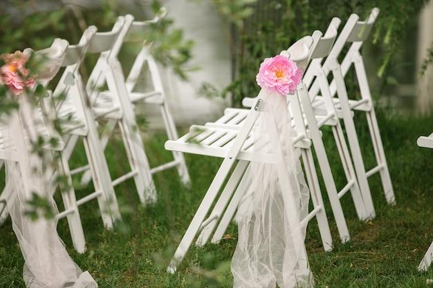 Стулья для свадебной церемонии