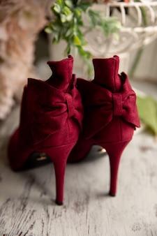 赤い女性の靴