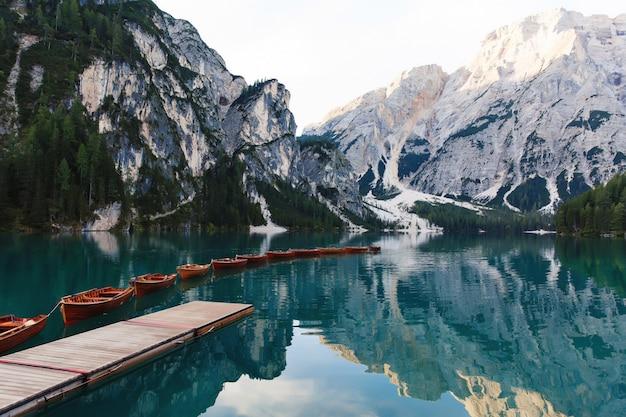 Красивый пейзаж озера браиес