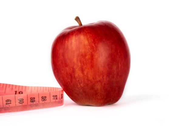 熟した赤いリンゴと測定メーター