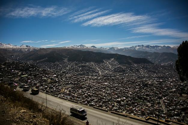 上からボリビア都市景観ビュー