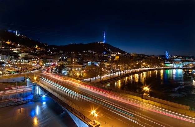 トビリシの橋の夕景