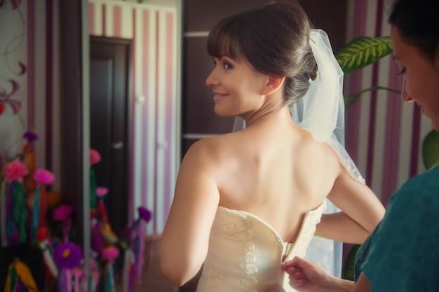 Свадебная невеста в платье крупным планом