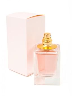 ピンクの香水瓶と白い背景の上のボックス