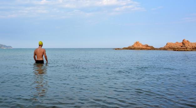 ビーチでの水泳トレーニング