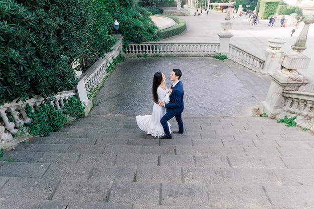 Свадьба в барселоне, красивая пара