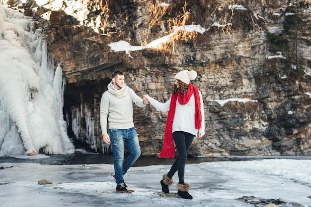 散歩の滝で冬の恋人
