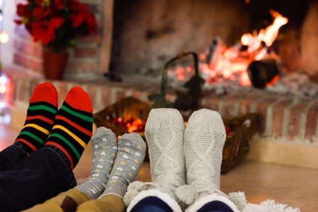 картинки ноги у камина праздничный час именин