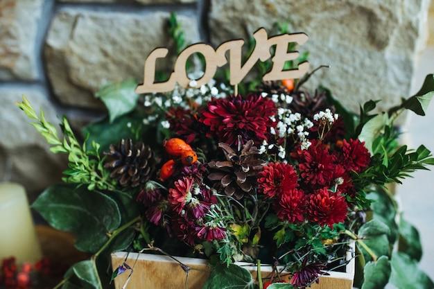 メッセージ「愛」と花瓶