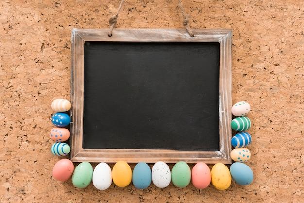Пасхальная композиция с шифера и декоративными яйцами