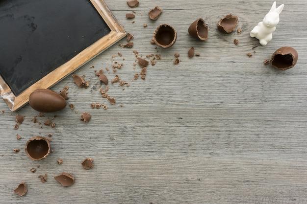 Пасхальная композиция с шоколадные яйца