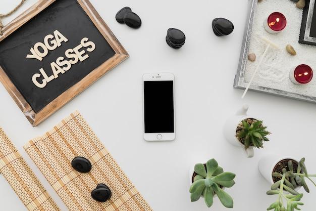 Смазливая йога украшение со смартфоном