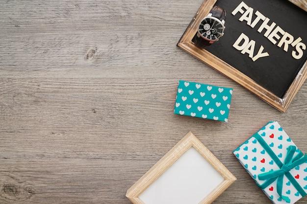 Шифер с подарками и рамкой для отцовского дня
