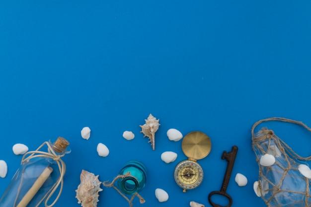 Летние объекты на синем фоне
