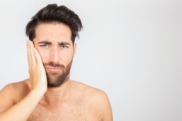 Человек с зубной болью