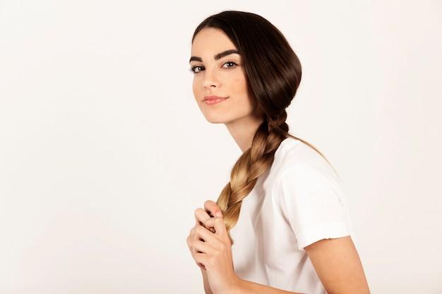 Интересная девушка с косой