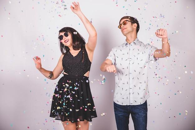 パーティーで踊る友達