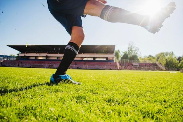 サッカー選手の足