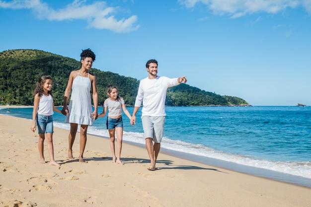 家族と一緒に夏の日