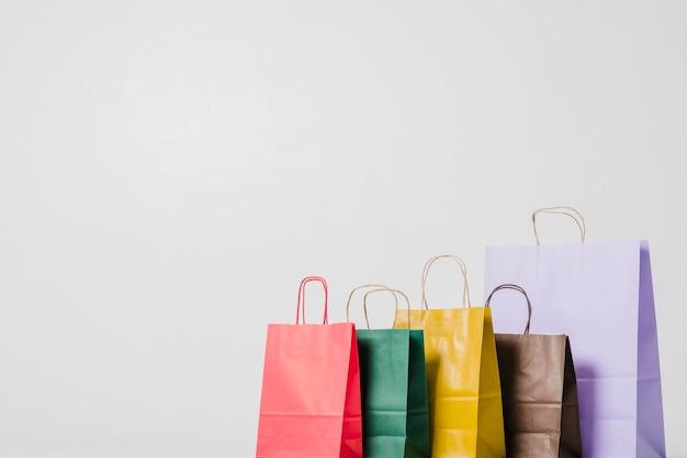 鮮やかなショッピングバッグ