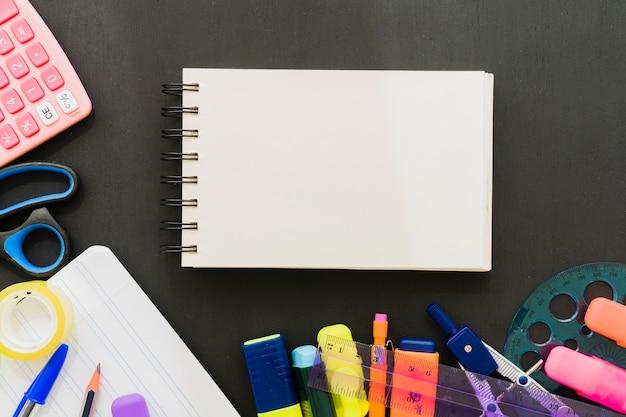 Школьные принадлежности с горизонтальной записной книжкой