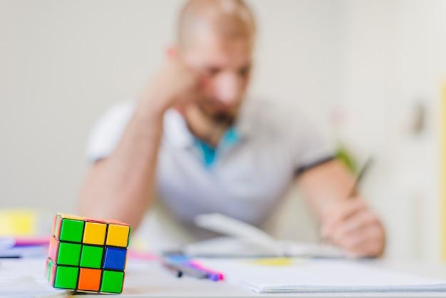 生徒の背景にパズル