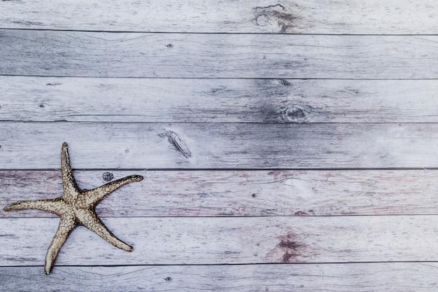 上からの黒い海の星