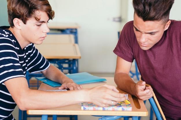 焦点を絞った同級生の学習