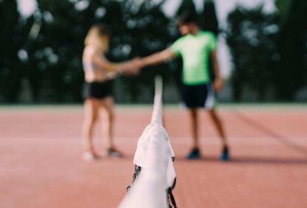 テニス選手同士のハンドシェイク