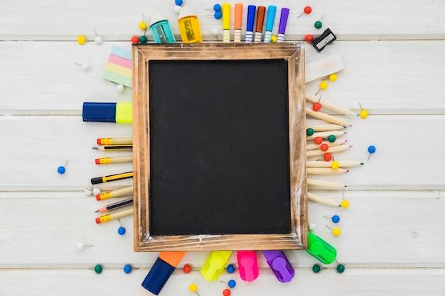 創造的な学校の装飾とスレート