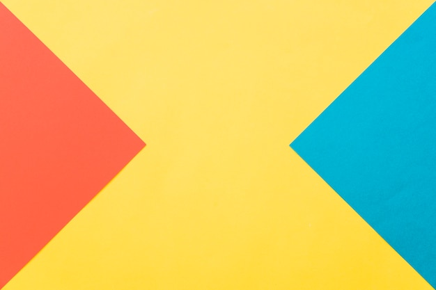 Геометрический фон в желтом, красном и синем