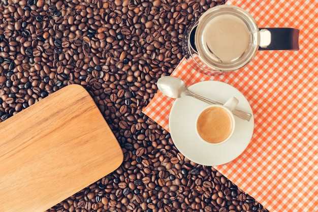 Концепция кофе с тканью и доской