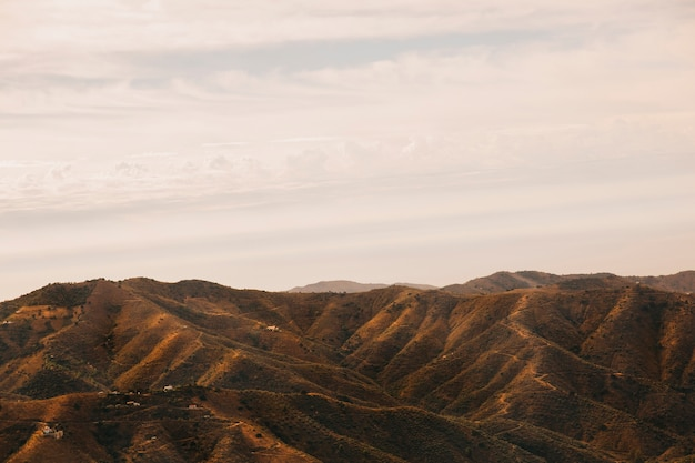 Холмистый пейзаж на закате