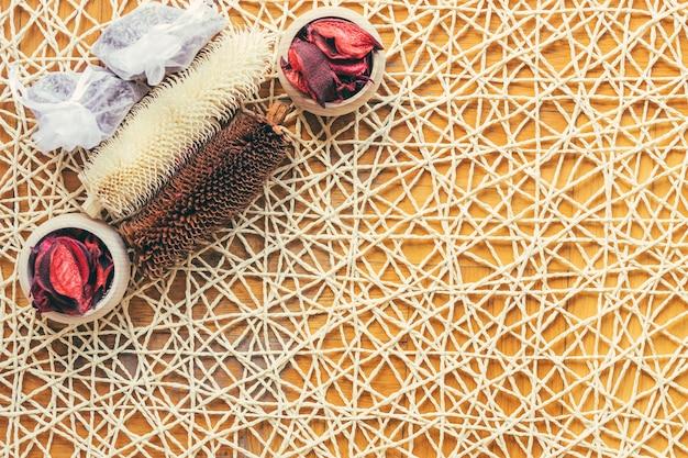 Конусы и мешочки с травами