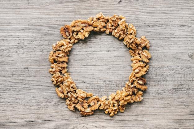 円を形成するナッツ