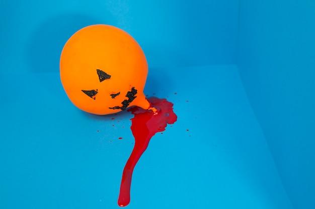 Воздушный шар в луже крови