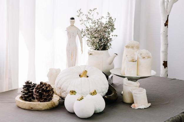ハロウィーンの白い装飾