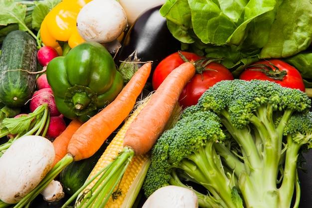 Различные свежие овощи