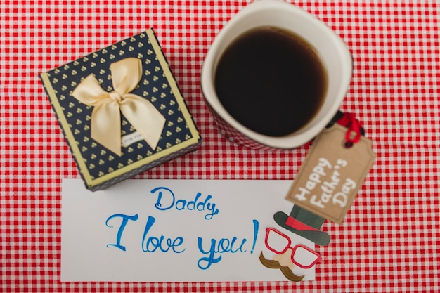 Композиция дня отца с чашкой кофе